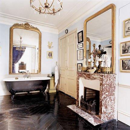 Come arredare il bagno: insolito ed elegantissimo bagno con camino