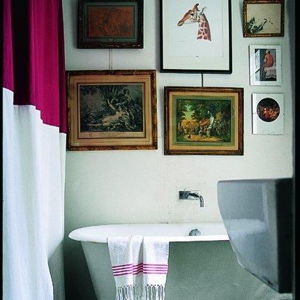 Come arredare il bagno: quadri anche in bagno