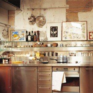 Esempi di stile per arredare la cucina designandmore for Mensole cucina ikea