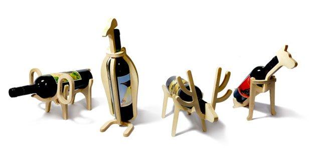 Photo of I portabottiglie in legno a forma di animali disegnati da Choi Jinyoung