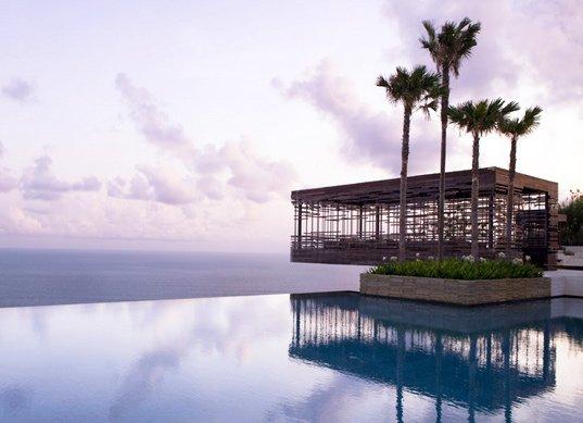la stupenda infinity pool del resort Alila Villas Uluwatu