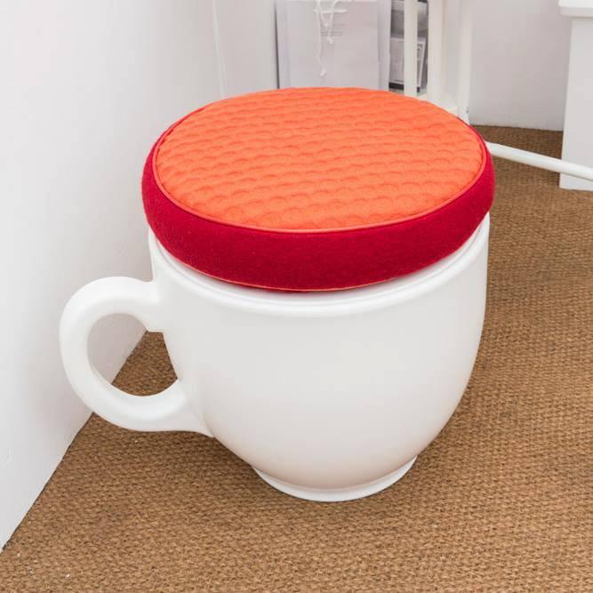 """Photo of lo sgabello a forma di tazzina da tè """"Tea Cup Stool"""" disegnato da Holly Palmer"""
