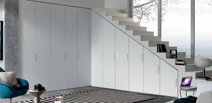 esempio di armadio con una pulizia di linea essenziale