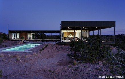 casa prefabbricata nel deserto