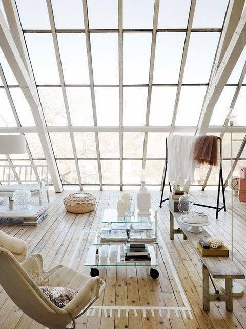 Photo of Living mansardato luminosissimo con splendido pavimento in legno