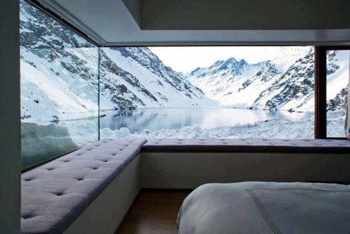Photo of Quando la natura arreda: camera da letto con vista sulle montagne Cilene