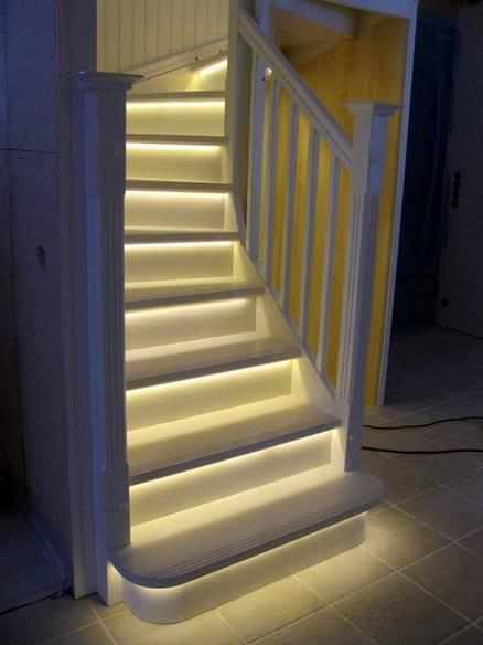 Illuminazione scale: luci a led nelle scale
