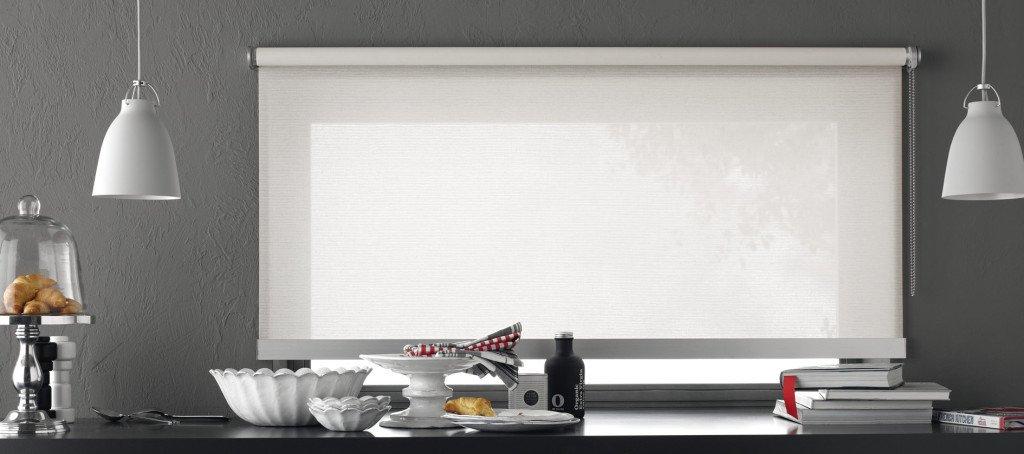 Tende per interni casa tessuti soluzioni colori e for Tende oscuranti a rullo ikea