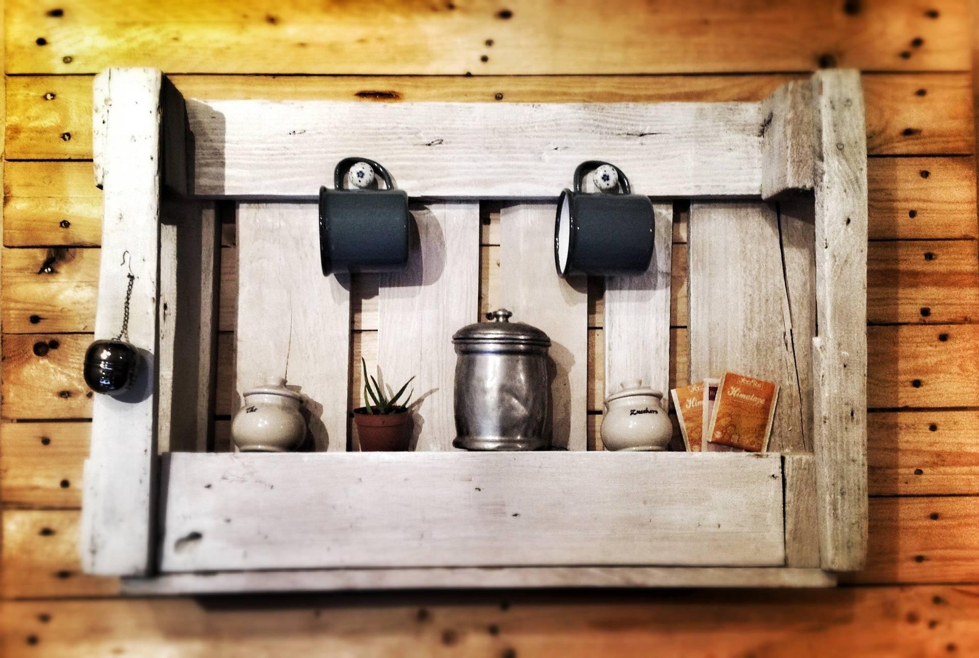 Riciclo creativo con i pallet e con le cassette di legno designandmore arredare casa - Idee per arredare la cucina ...