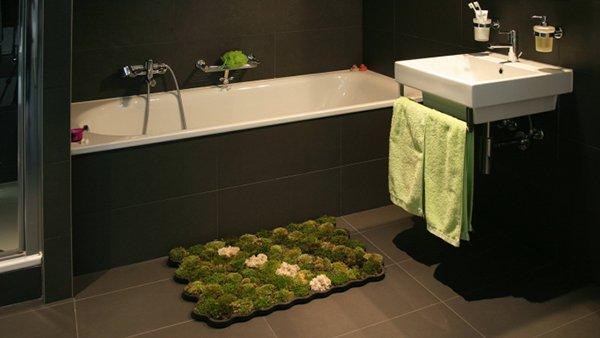 Il tappeto di muschio per un bagno eco chic