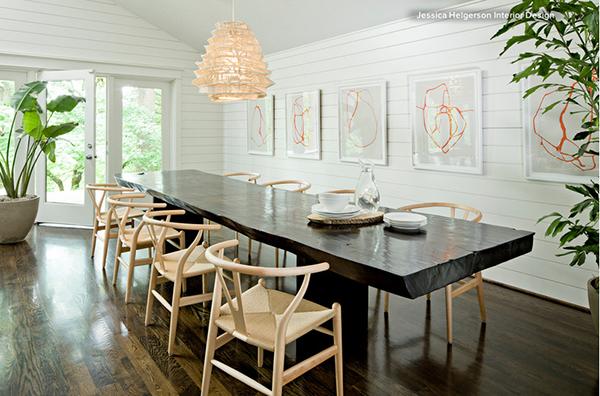 Come abbinare il tavolo al pavimento scuro del soggiorno