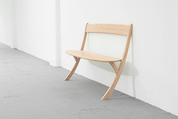 Leaning bench