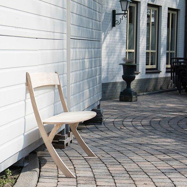 Photo of Leaning bench: la panchina che sfida la forza di gravità