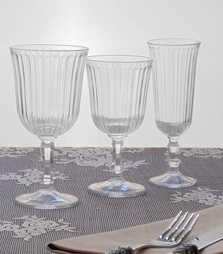 arredare la tavola shabby chic con i bicchieri