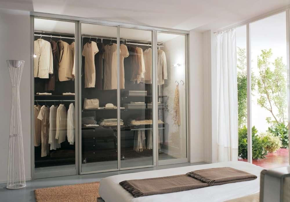 armadio vetro trasparente