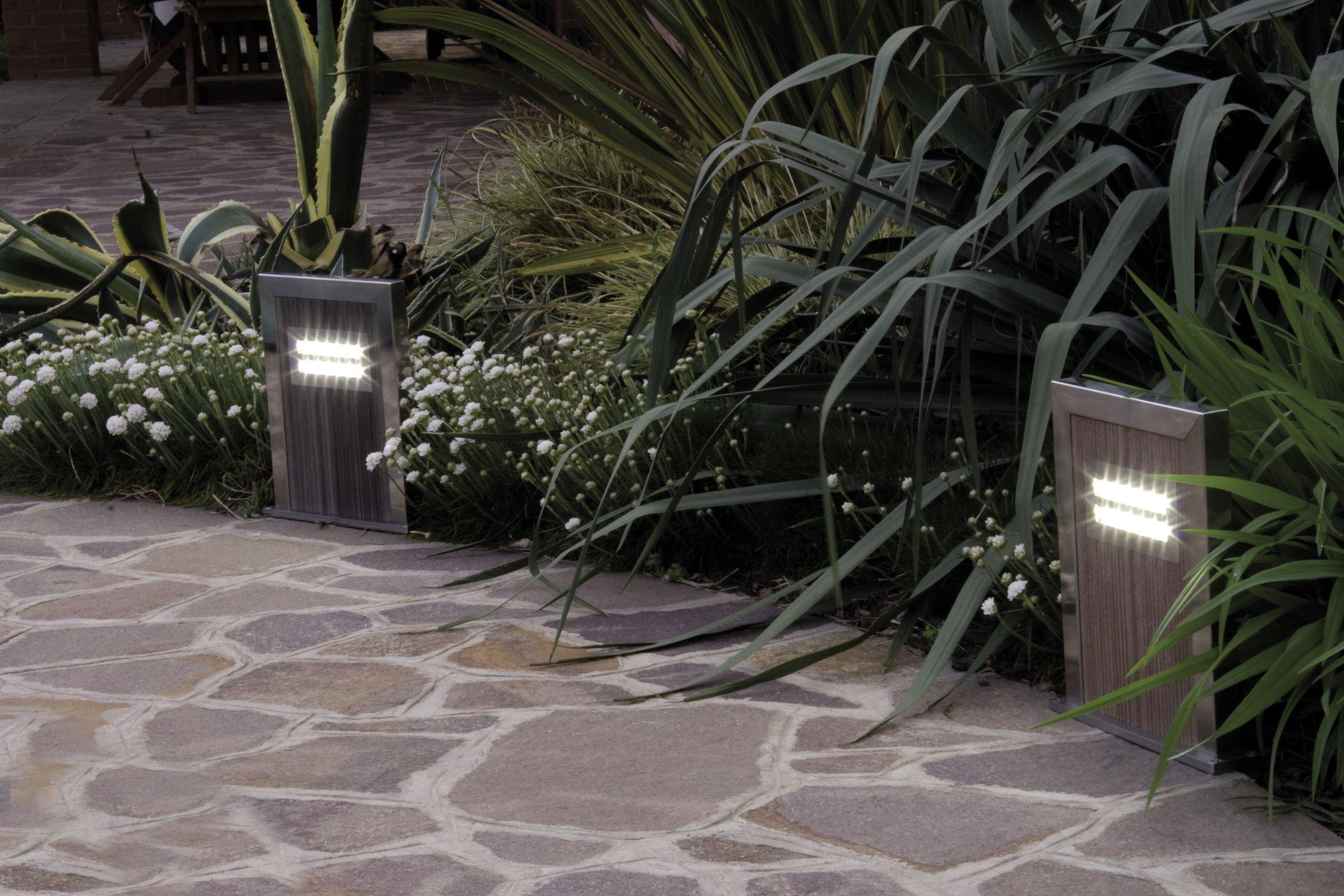Luci ecologiche per il giardino 3 esempi interessanti for Illuminazione da giardino a led
