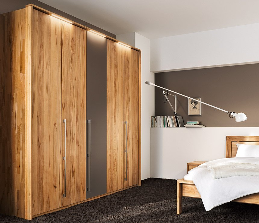 Come scegliere un armadio ideale: il legno come elemento