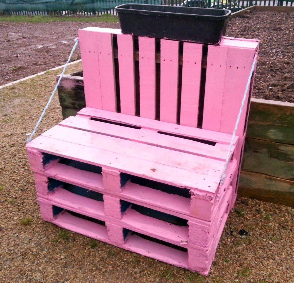 Sgabello da giardino con ruote design casa creativa e for Pallet arredo giardino