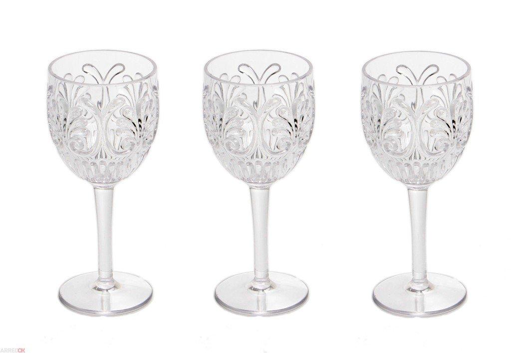 Come apparecchiare la tavola in stile classico: bicchieri con forme morbide