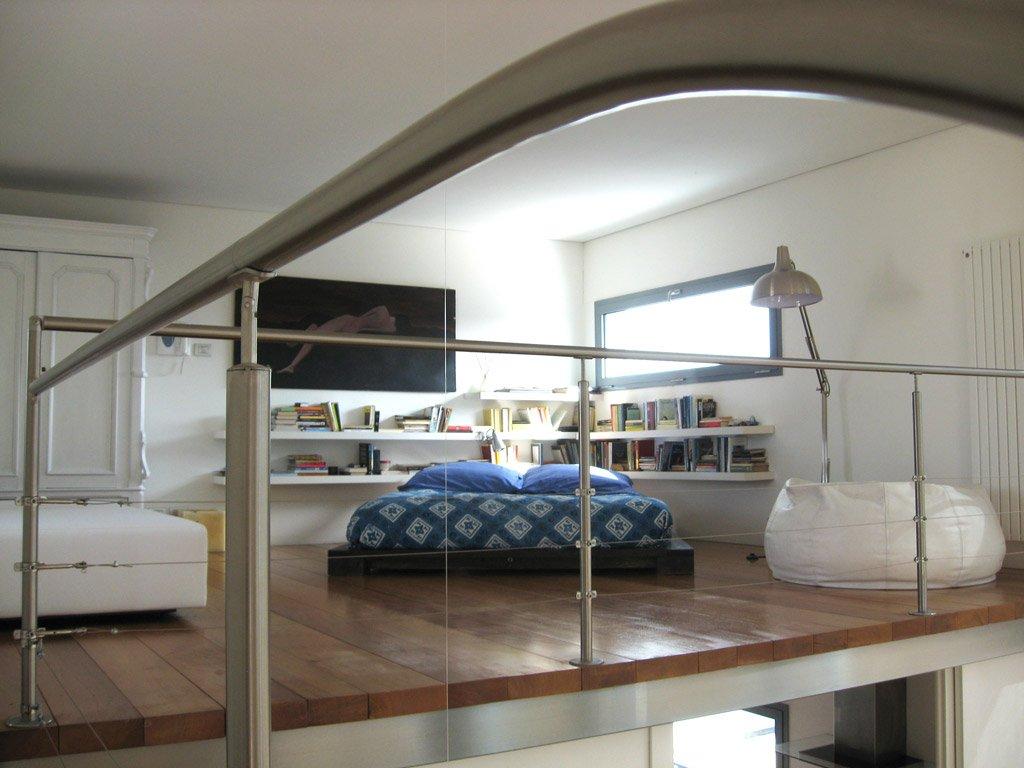Soppalco scopriamo tante idee e foto di progetti di ispirazione designandmore arredare casa - Camere da letto con soppalco ...