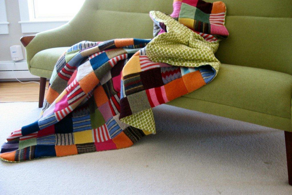come rivestire il divano con la stoffa