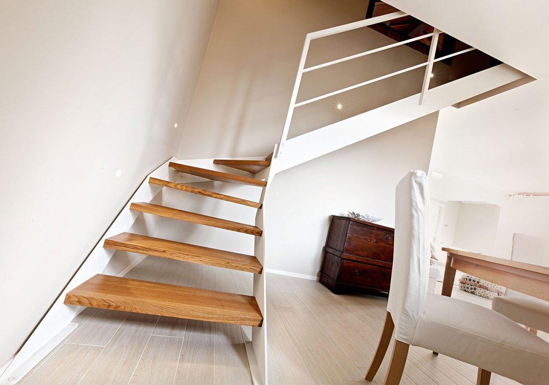 Rivestimento scale interne consigli e foto di esempi designandmore arredare casa - Rivestimento in legno per scale ...