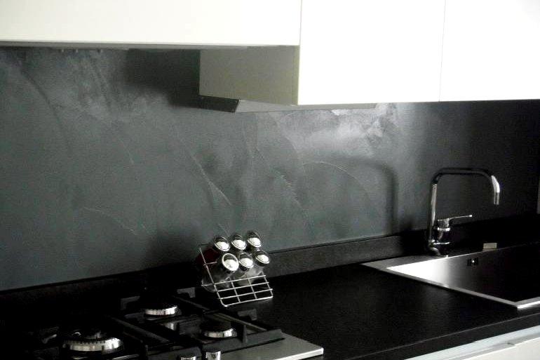 Paraspruzzi in resina in cucina una scelta alternativa - Rivestimento cucina no piastrelle ...