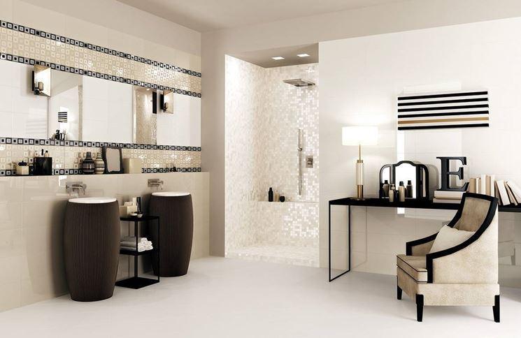 Piastrelle mosaico materiali e colori da preferire per il - Piastrelle in mosaico per bagno ...