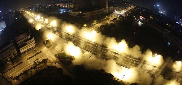 implosione del viadotto cinese