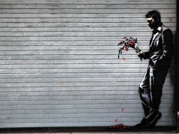 Portoni sezionali per garage nel mondo: banksy-hits-the-hustler-club-with-a-new-piece-of-art