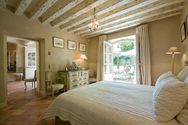Case provenzali foto di esempi e ispirazioni scelte per for Foto di case arredate classiche