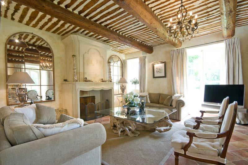 Case provenzali foto di esempi e ispirazioni scelte per for Interni case lussuose