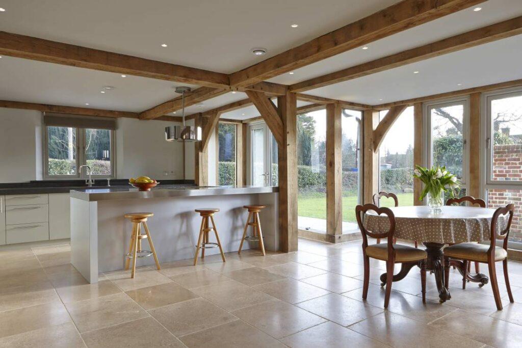 Soffitti in legno travi perline e controsoffitti tante for Foto a soffitto con travi in legno a vista