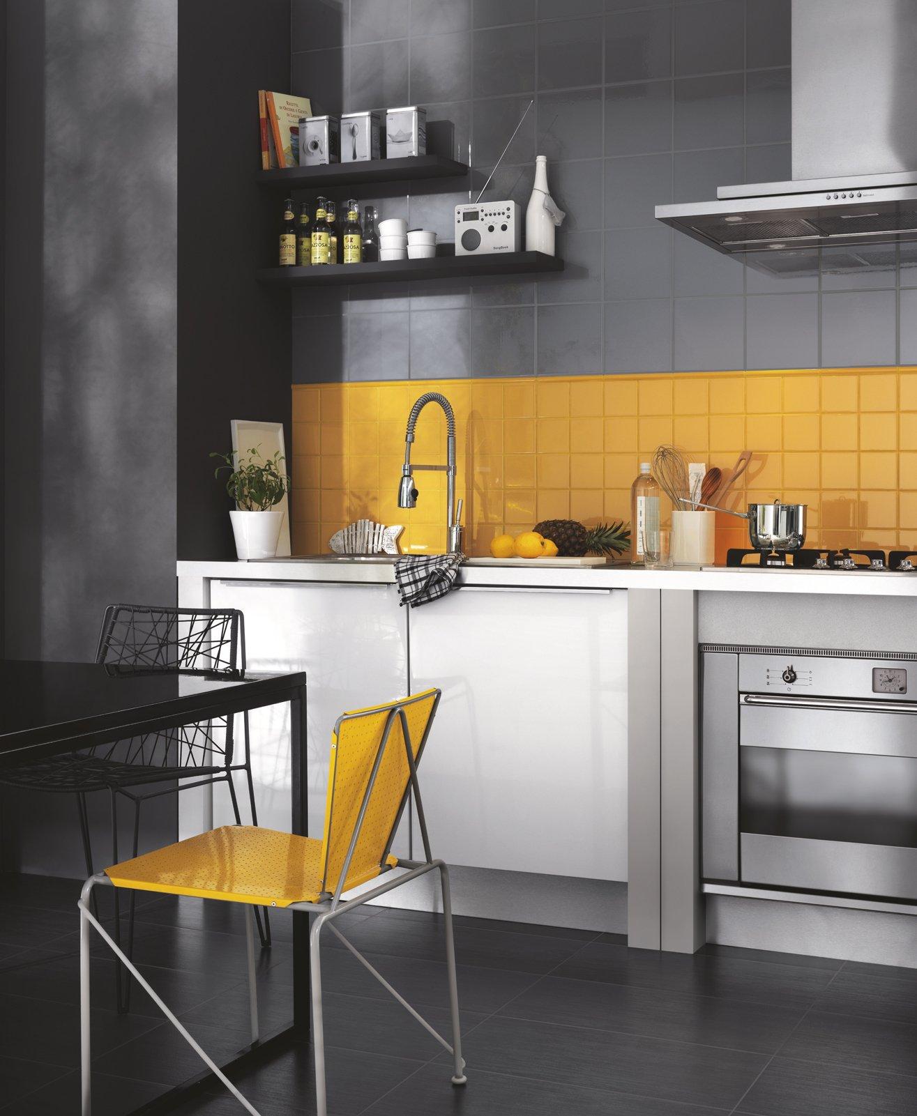 Piastrelle cucina materiali prezzi e soluzioni consigliate for Piani economici della cabina di ceppo