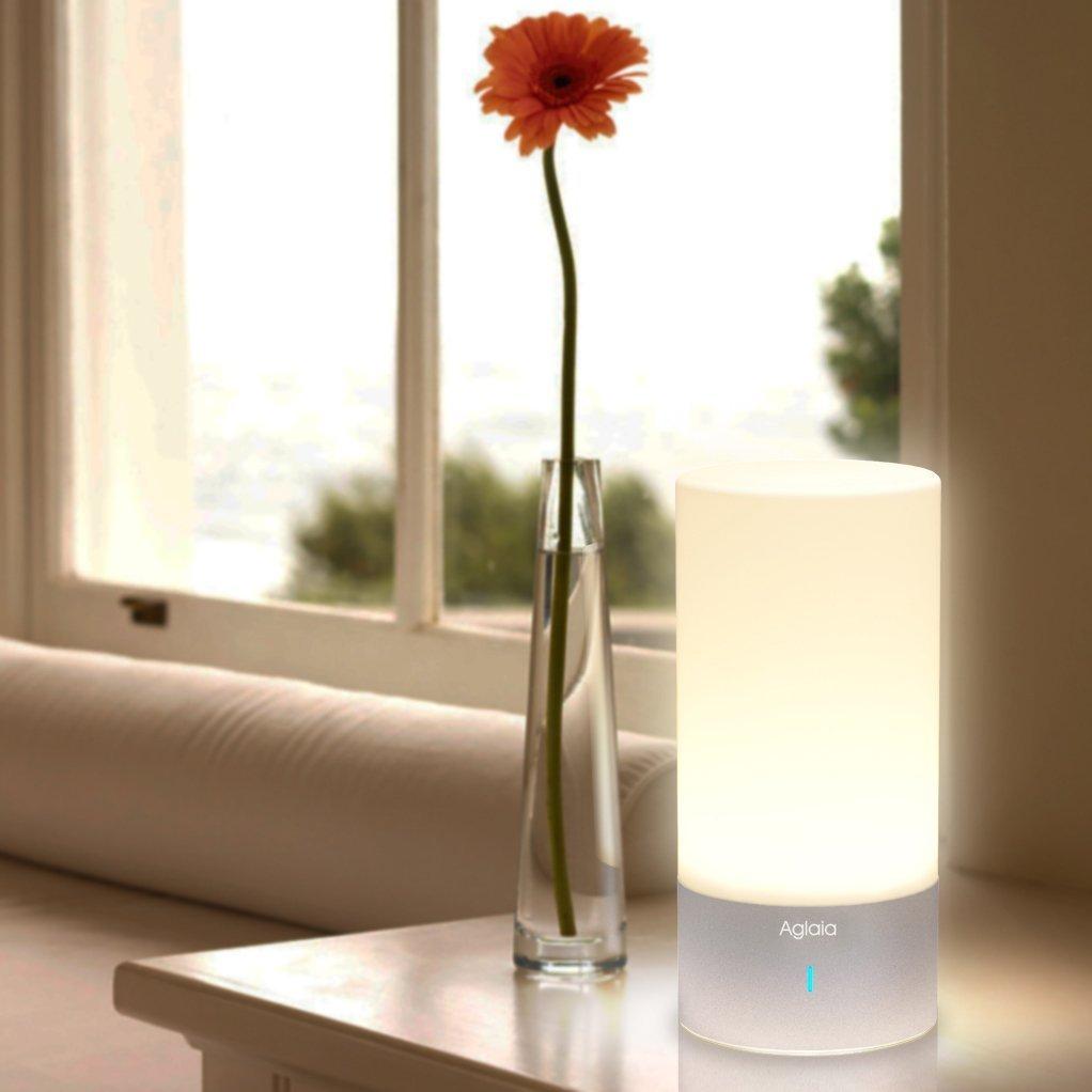 Lampade da comodino il comfort della luce in camera da letto for Lumetti da comodino