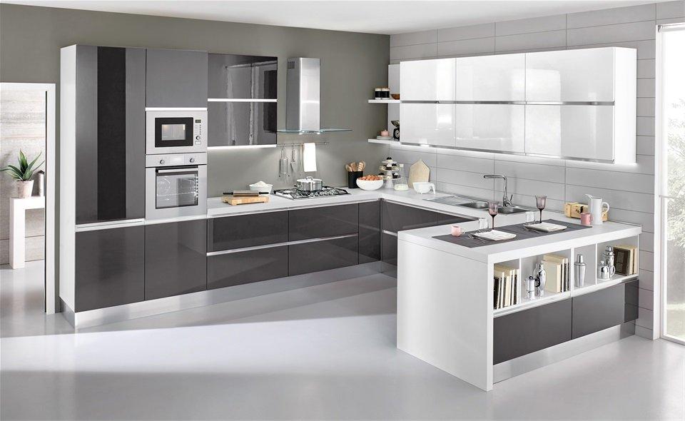 Cucina grigia una scelta di stile ed arredamento esempi for Colore pareti cucina bianca