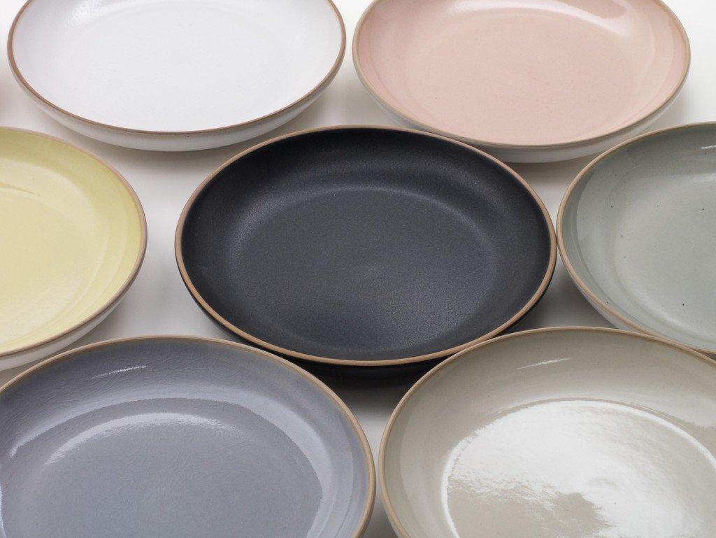 Piatti colorati un servizio piatti che offre brio alla - Servizio piatti design ...