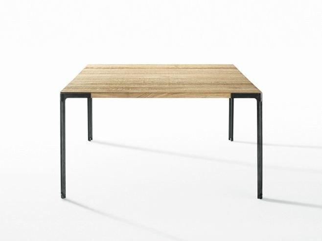 Tavolo quadrato di design fascino geometrico for Ferro tubolare quadrato prezzo
