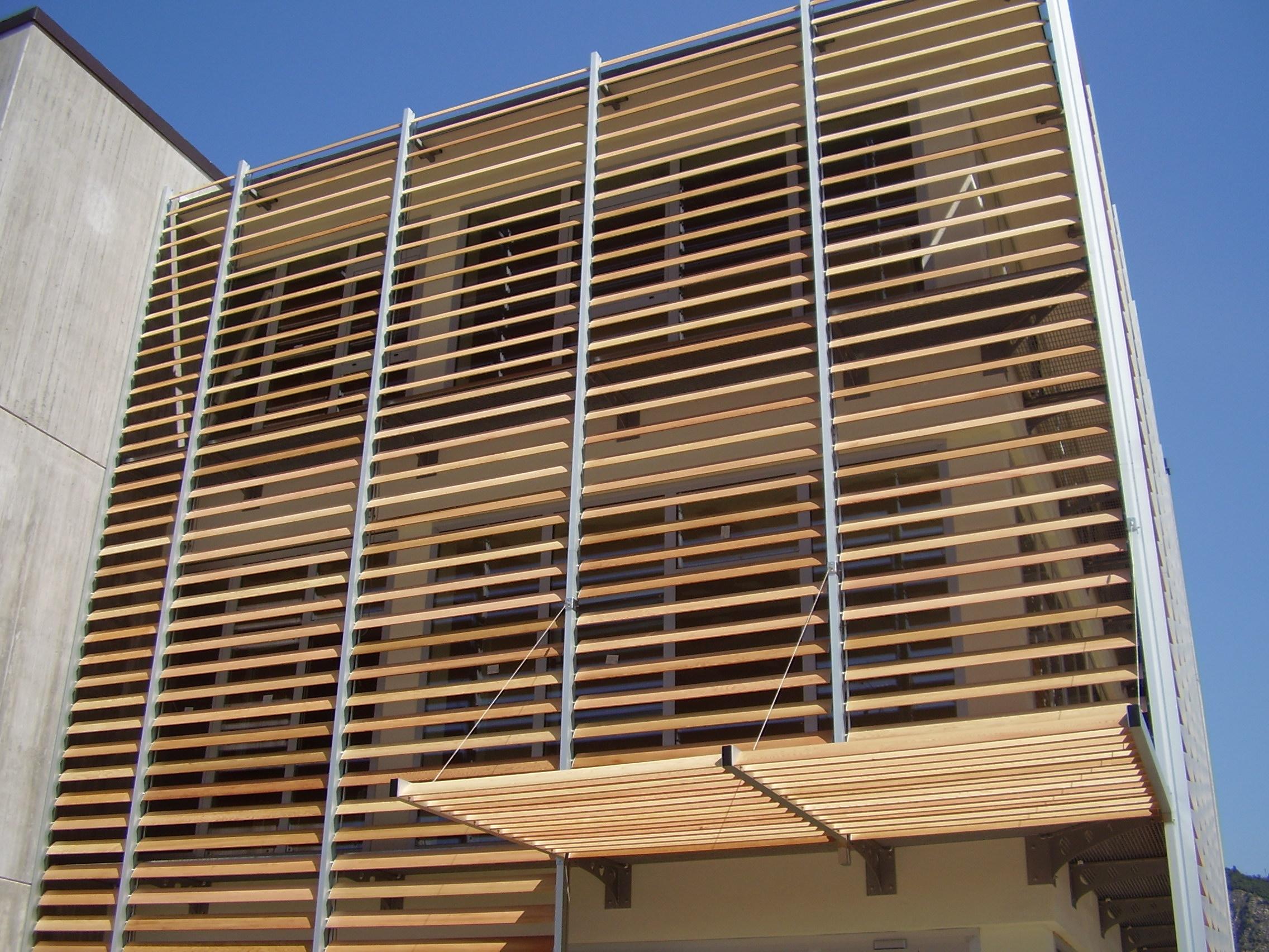 Frangisole legno alluminio esempi e consigli con foto for Economici rivestimenti in legno
