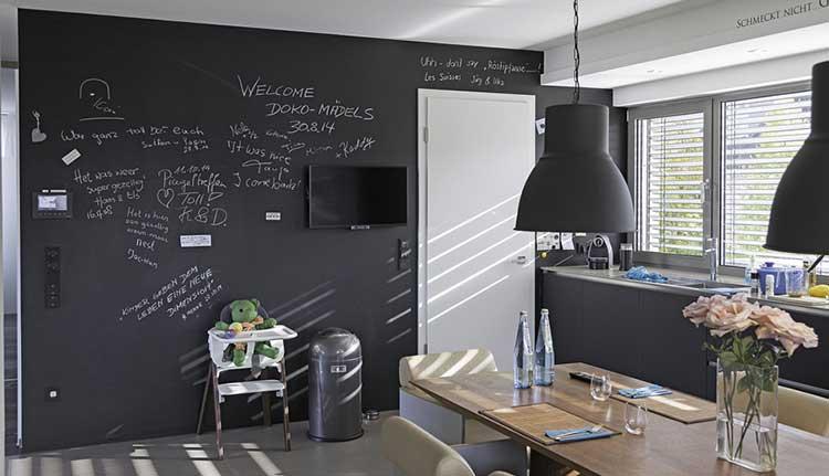 Colore grigio nell 39 arredo della casa tutti gli abbinamenti - Parete lavagna cucina ...
