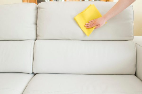Come pulire i divani in eco pelle utilizzando prodotti - Pulire divano in pelle ...