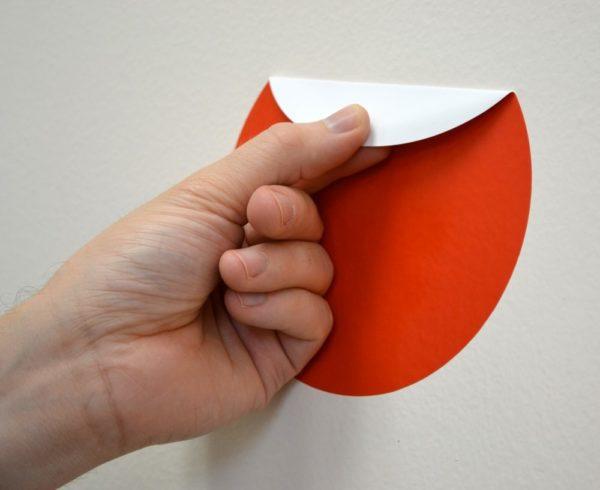 Come rimuovere gli adesivi dai mobili