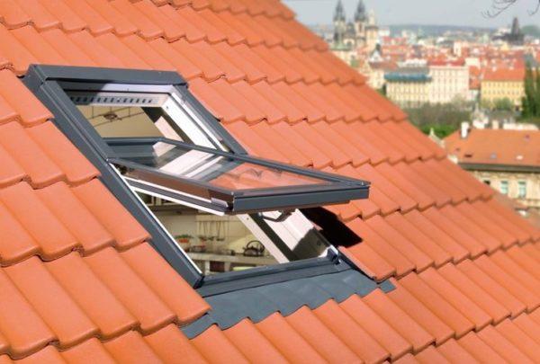 Lucernario per tetto caratteristiche prezzi e vantaggi for Prezzi finestre per tetti