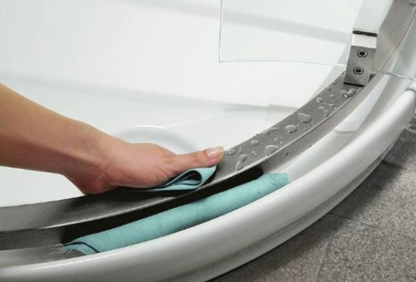 Come eliminare muffa dal box doccia consigli pratici da seguire designandmore arredare casa - Eliminare muffa in casa ...