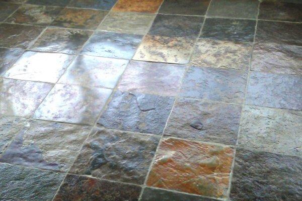 Pulizia dei pavimenti in pietra