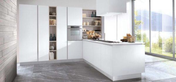cucina moderna molto luminosa