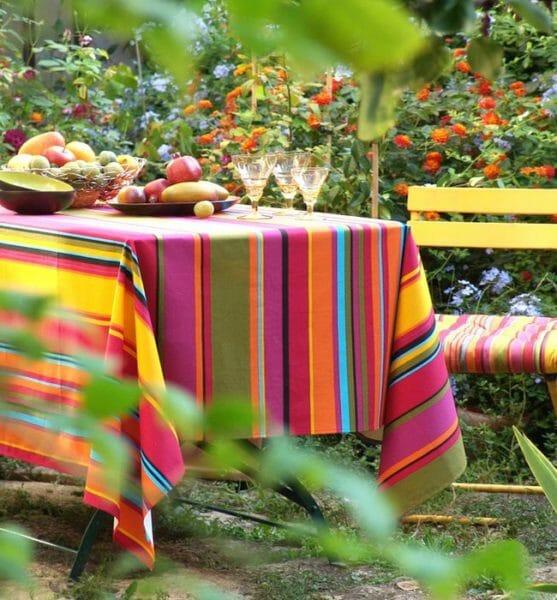 come scegliere le tovaglie in estate materiali e colori con esempi e foto. Black Bedroom Furniture Sets. Home Design Ideas