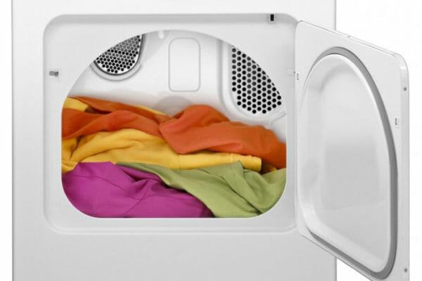 Quali vestiti non mettere in asciugatrice in base ai tessuti