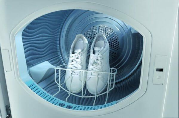 Quali vestiti non mettere in asciugatrice: sneakers