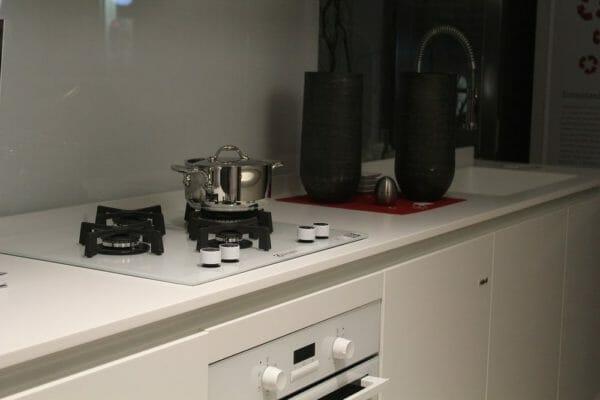 Come pulire il piano cottura in acciaio inox vetro o a induzione designandmore arredare casa - Montaggio top cucina ...